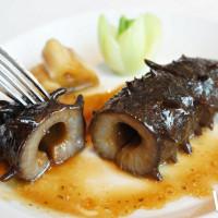板橋人搶先開吃!五星的粵菜餐廳「望月樓」推出全新菜色,30道功夫菜滿足饕客的味蕾。