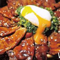 挑戰最高CP值燒肉丼稱號!全台首間「胡同燒肉丼」進駐東區,必吃肉肉山搶攻肉肉控的胃。