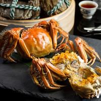 產地24小時新鮮直送!台北文華東方酒店雅閣中餐廳推出「秋豐蟹宴」,嚴選台灣在地天然優質大閘蟹新鮮直送。