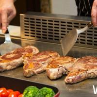 肉肉控一定會失控!台北國賓明園西餐廳獨家推出「富良野和牛燒烤吃到飽」吃到飽,每個月只有三天吃到飽。