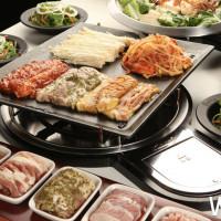 台中肉控必吃!韓國超人氣「八色烤肉」台中一號店正式插旗,慶開幕免費送「太陽花豬後腿肉」一個月。