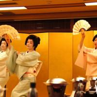 一睹藝伎之美不用到日本,正統藝妓表演就在日勝生加賀屋,一年就這一次。