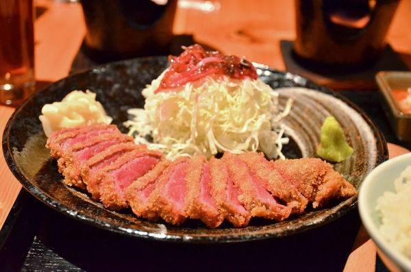 高雄市新興區 逸之牛日式炸牛排專門店